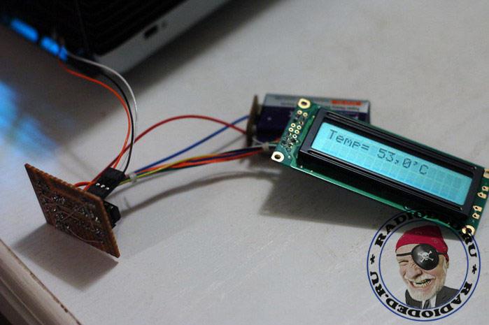Цифровой термометр, собранный на макетной плате