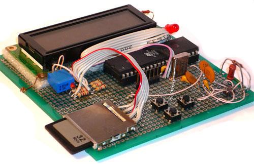 Измеритель ускорения на микроконтроллер ATmega32, собранный на макетной плате