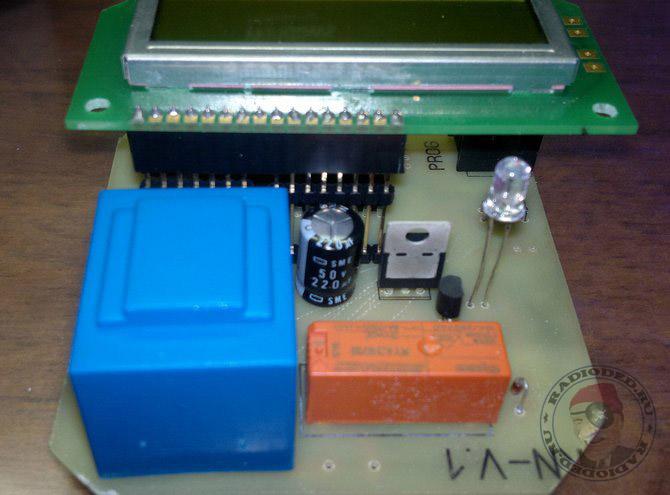 Печатная плата контроллера насоса, вид со стороны деталей